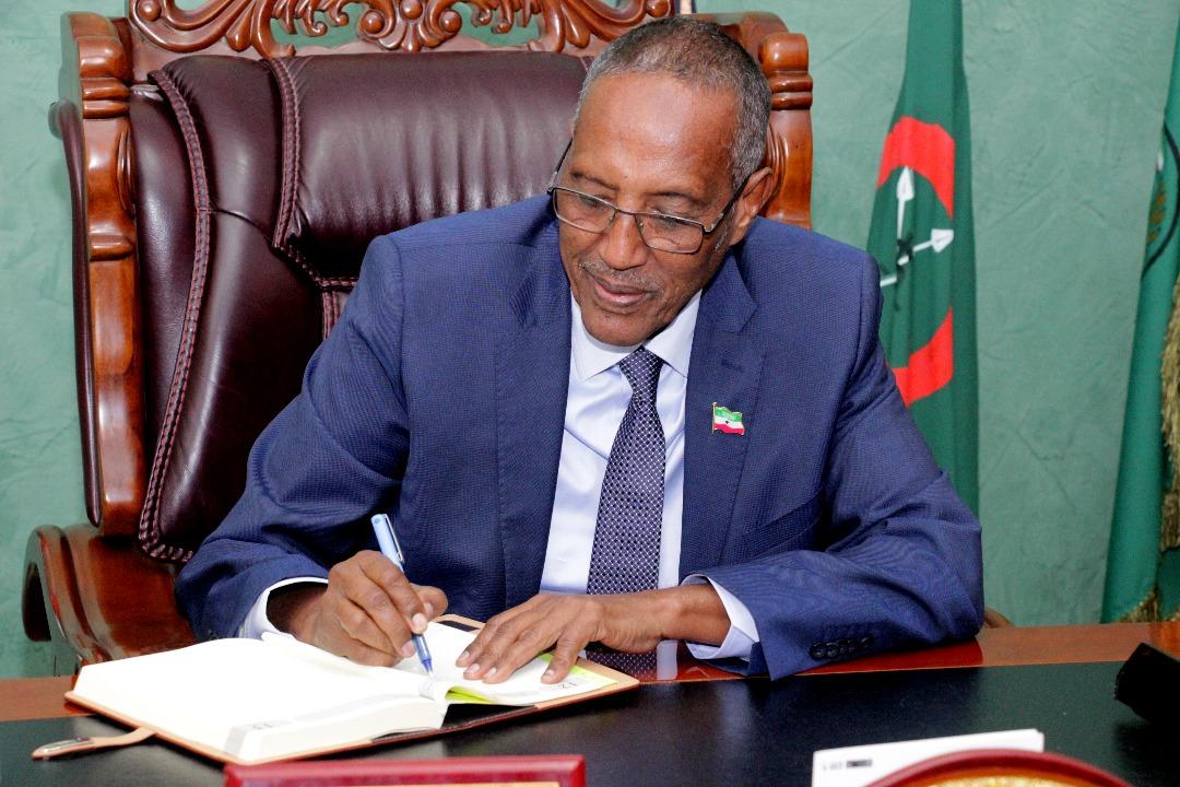 Madaxweynaha Jamhuuriyadda Somaliland, Mudane, Muuse Biixi Cabdi ...